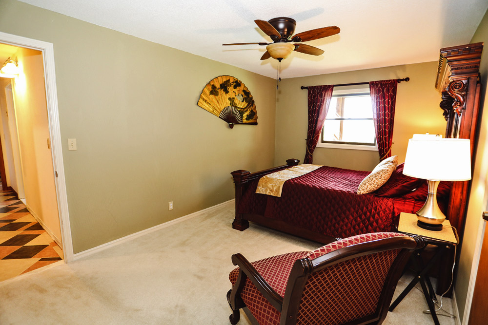 Bed and Breakfast on Beaver Lake in Northwest Arkansas - Queen Room